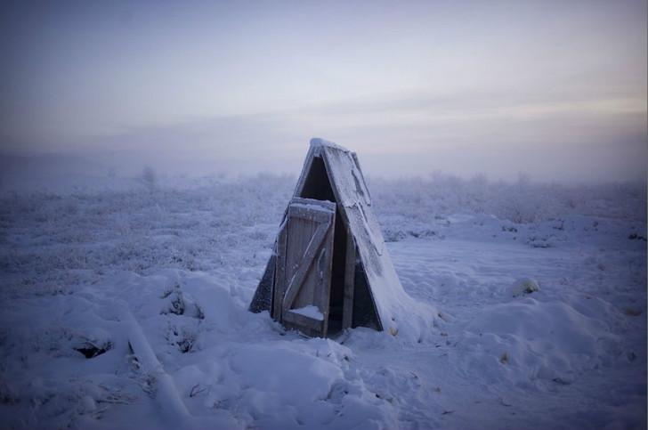 soğuktan dışarı kurulan tuvalet