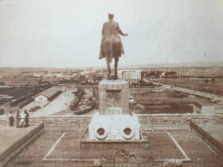 Etnografya Müzesi Önü ve Ankara Görünümü