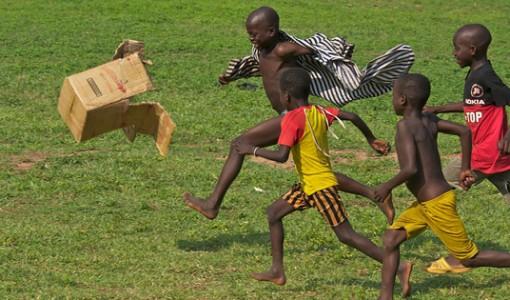 gana futbol oynayan çocuklar fotoğraf