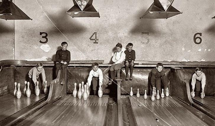 kuka labut toplayan çocuklar siyah beyaz