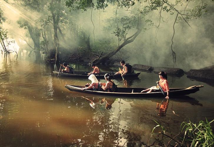 okula giden çocuklar kano nehir endonezya