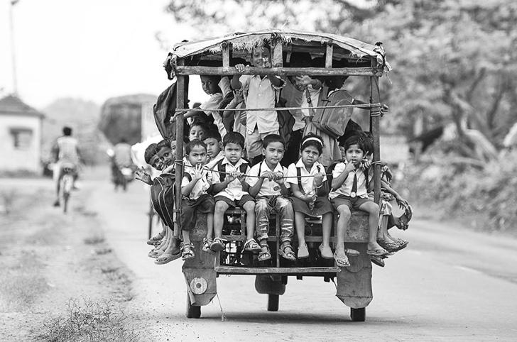 okula giden çocuklar servis hindistan