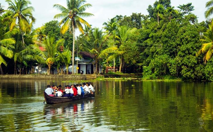 okula giden çocuklar tekne hindistan