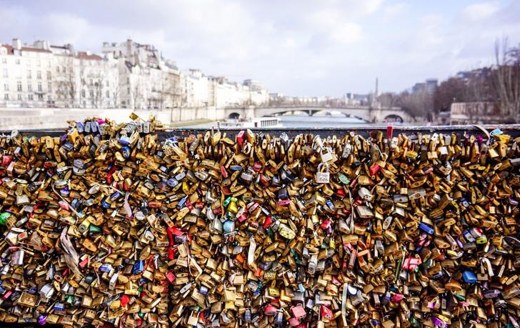 aşk köprüsü kilitler paris