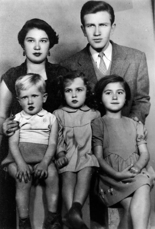 turgut uyar ve ailesi