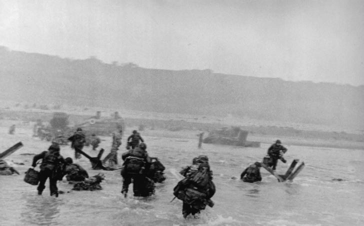 Robert Capa - Normandiya Çıkarması fotoğraf