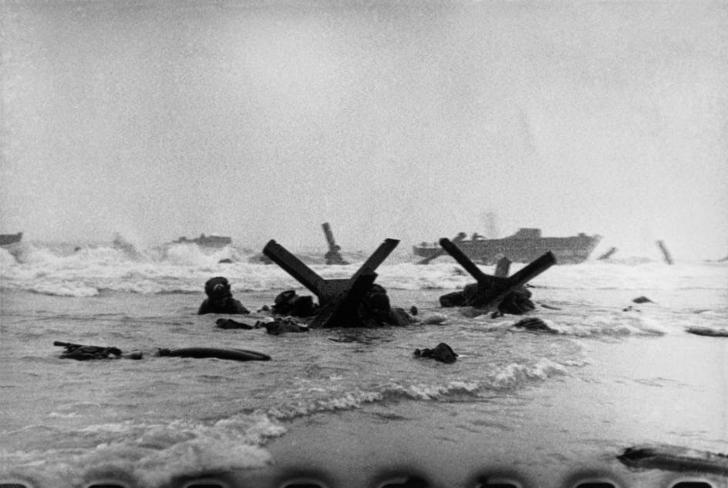 Robert Capa - Normandiya Çıkartması 1944