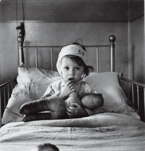 cecil beaton fotoğrafları hasta çocuk eileen dunne