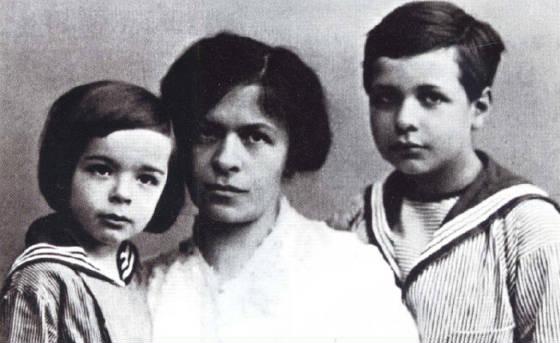 albert einstein çocukları ve eşi