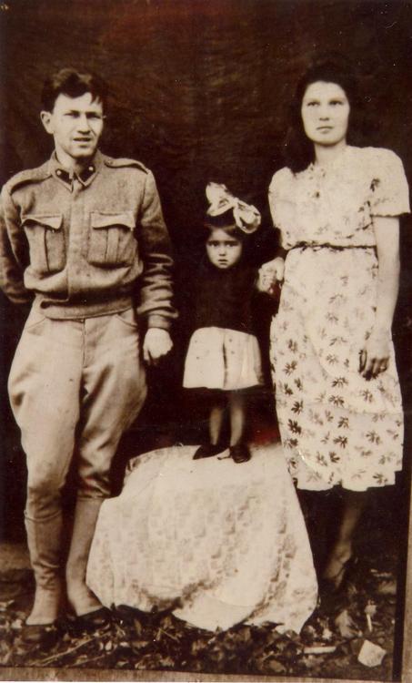turgut uyar ilk eşi ve kızı semiramis