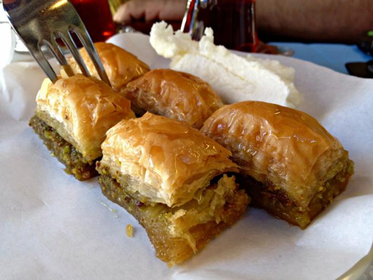 karaköy güllüoğlu baklava, istanbul tatlıcıları, istanbulda nerede tatlı yenir, en iyi tatlıcılar, en iyi baklava