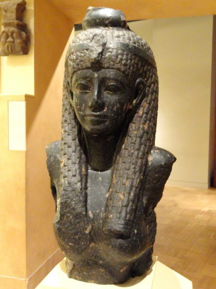 dünyayı yöneten kadınlar, bilmeniz gereken kadın liderler, kadın liderler, kadın yöneticiler, kadın hükümdarlar, kleopatra vii.