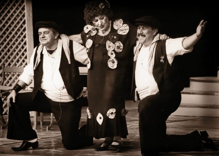 lüküs hayat, suna pekuysal, zihni göktay, haldun dormen, türk tiyatrosu, türk tiyatrosu önemli oyunlar, türk tiyatrosu nedir, en önemli tiyatro oyunları, türk tiyatro oyuncuları
