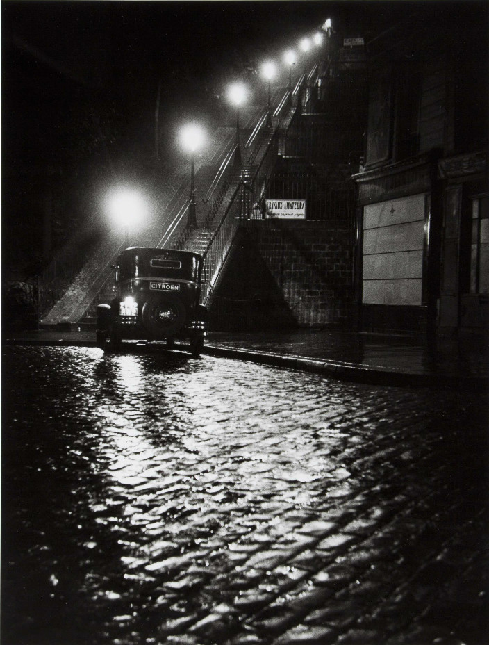 Willy Ronis, RUE MULLER A MONTMARTRE, 1934