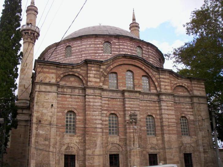 Hundi Fatma Hatun tarafından kocası Emir Sultan adına Bursa'da yaptırdığı cami
