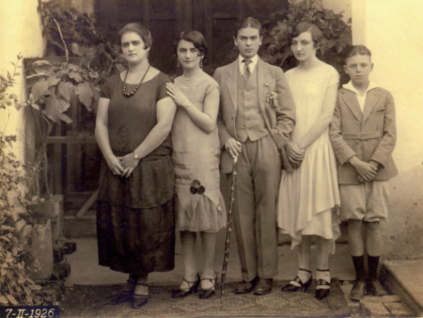 frida kahlo kardeşi ve kuzenleriyle