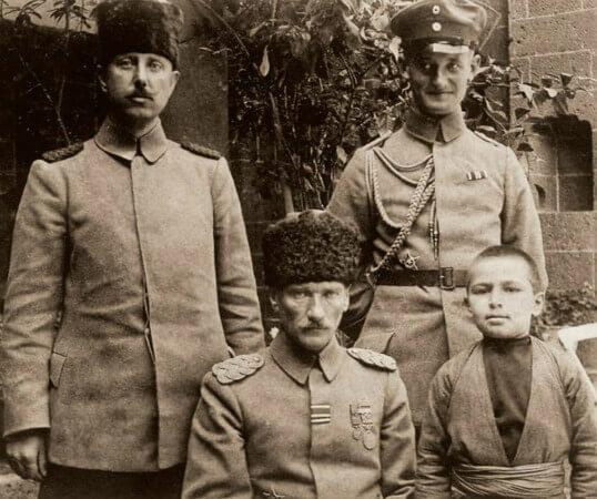 2. Ordu Komutani Mustafa Kemal Pasa, Diyarbakir, 1917