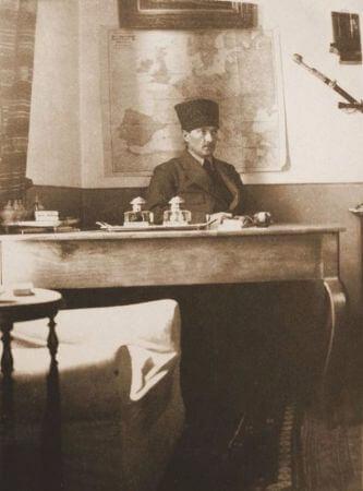 1920, Ataturk Cankayada Calisma Odasinda