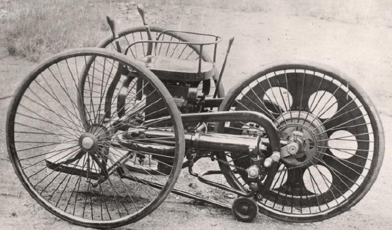 Benzinle calisan ilk motorsiklet, 1884