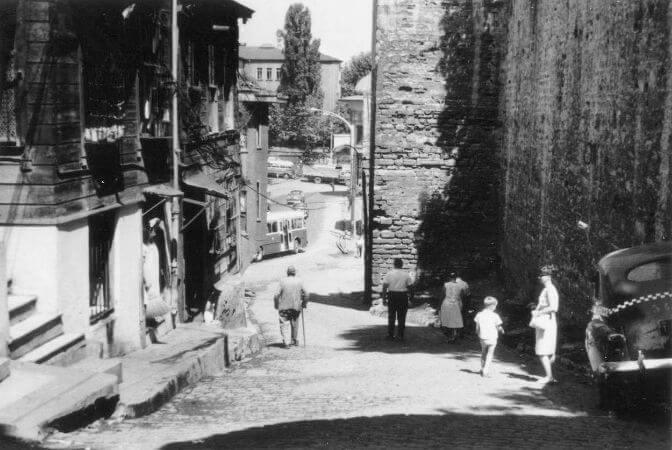Soguk Cesme Sokagi, 1963