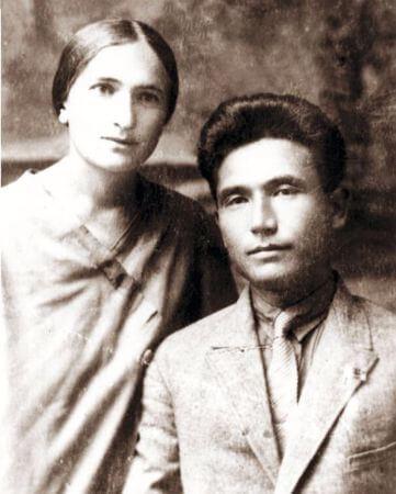 Babası Torekul Aytmatov ve annesi Nagima Aytmatova