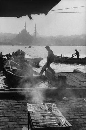 Henri Cartier-Bresson, Galata Koprusu, 1964