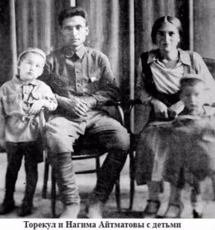 annesi, babasi ve kardesiyle
