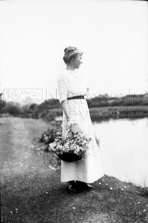 Gertrude Bell, İngiltere'de Rounton Grange'daki golde