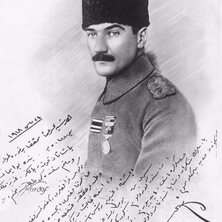 24 Mayis 1918de Rusen Esref Unaydına imzaladigi fotografi