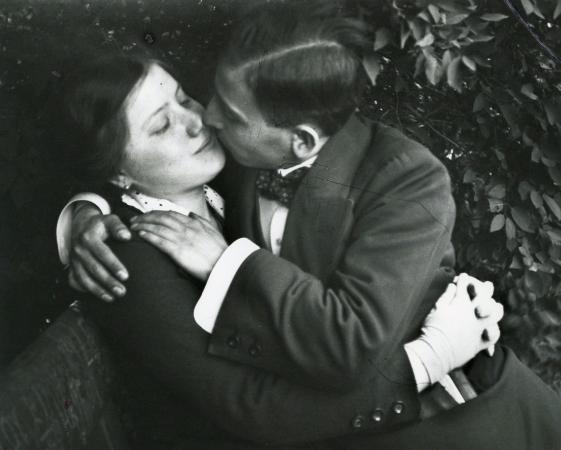 Andre Kertesz, The Kiss, Budapeste, 1915