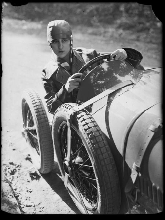 Andre Kertesz, Young woman driving a sports car, 1928
