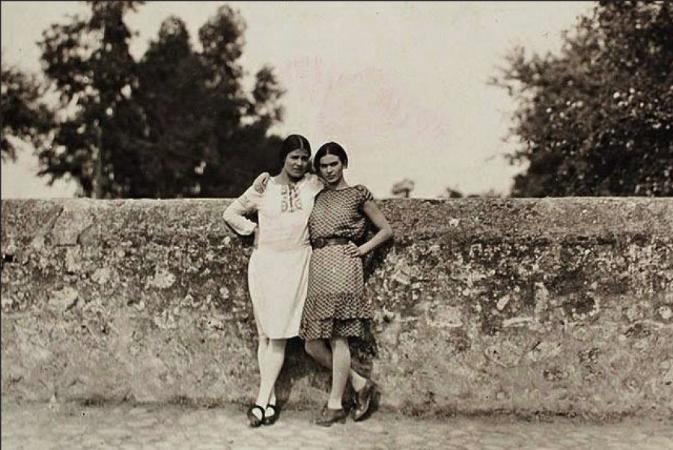Frida Kahlo, Tina Modotti, 1928