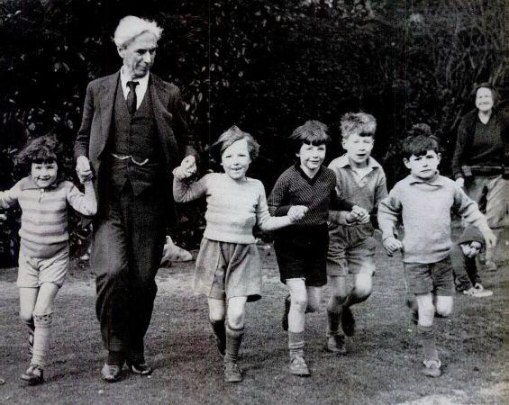 Russell actiklari okulda, 1931