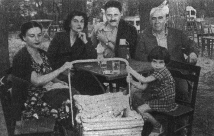 Münevver Andaç ve oğlu Mehmet Nazım