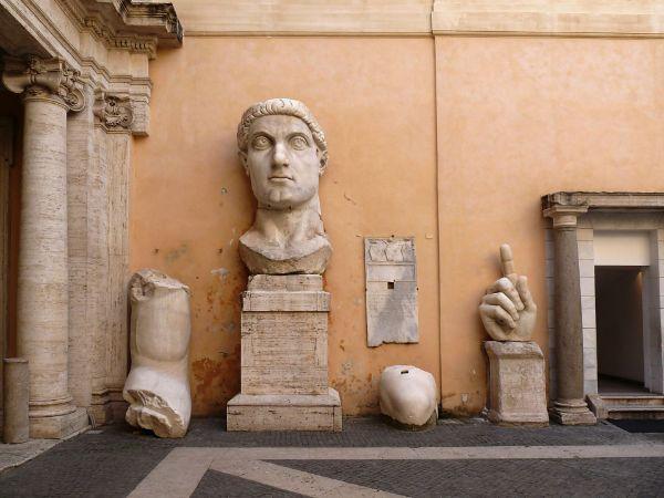 konstantin heykeli