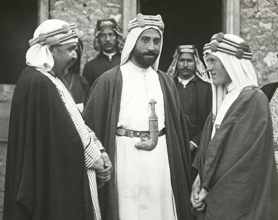 Akaba'da Lawrence ve Nesib el Bekri, 1917