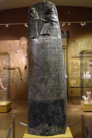 Hammurabi Kanunlarının yazılı olduğu stel