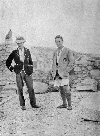Leonard Woolley, Lawrence, 1912-1914 yılları arasında Suriye'nin Carchemish kentinde yapılan arkeolojik kazılarda.