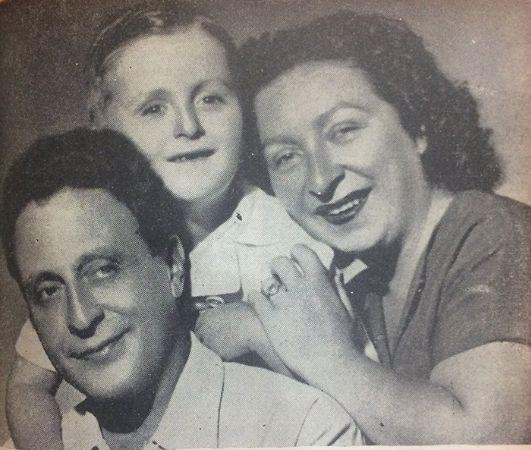 Annesi ve babasıyla