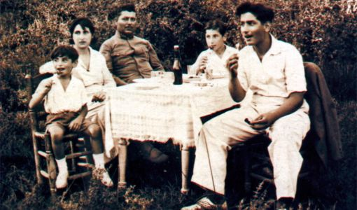 Turhan Selçuk ve ailesi