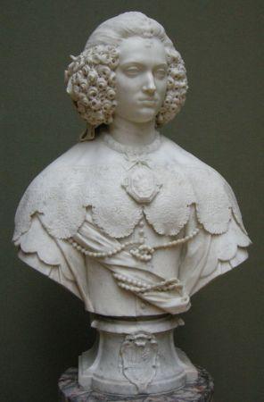 Maria Cer, Büst