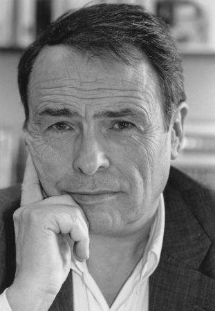 Bourdieu, 1962 yılında Marie-Claire Brizard ile evlenir ve çiftin Jérôme, Emmanuel ve Laurent adında üç oğlu dünyaya gelir.