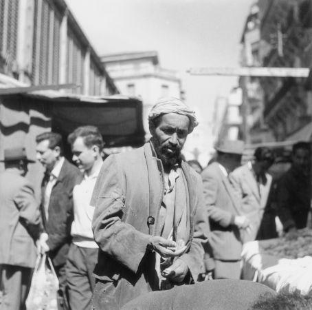 Pierre Bourdieu'nun Cezayir'de bulunduğu yıllarda çektiği fotoğraf