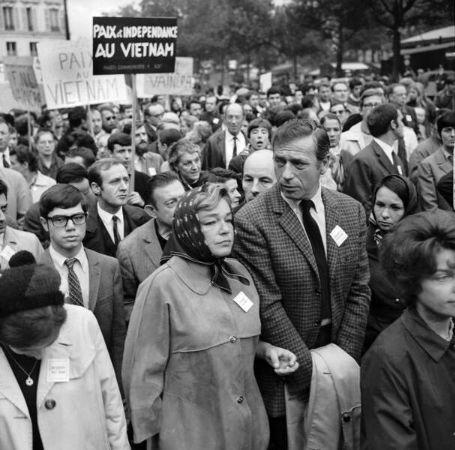 Simone Signoret, Yves Montand, Vietnam Savaşı'na karşı yapılan bir yürüyüş, 1967
