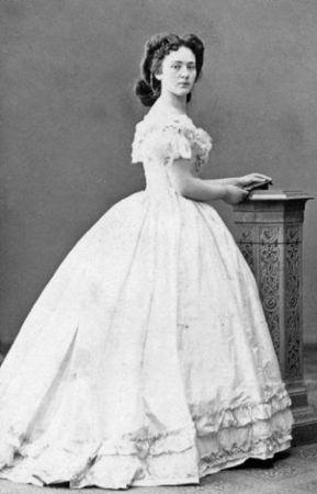 Bertha Kinsky (1905 yılında Nobel Barış Ödülü kazanır)