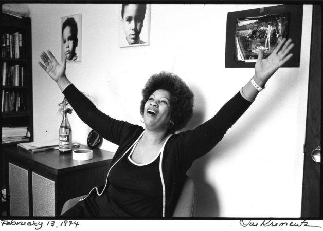 Kolları açılmış Toni Morrison