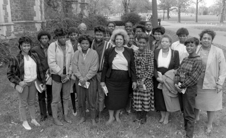 Toni Morrison öğrencilerle, 1985