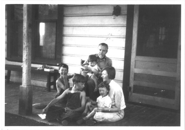Ursula K.Le Guin annesi, babası ve kardeşleriyle