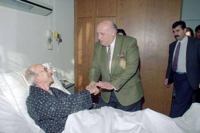 Erdal İnönü Hastanede