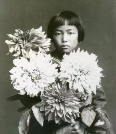 Kusama ve Çiçekler